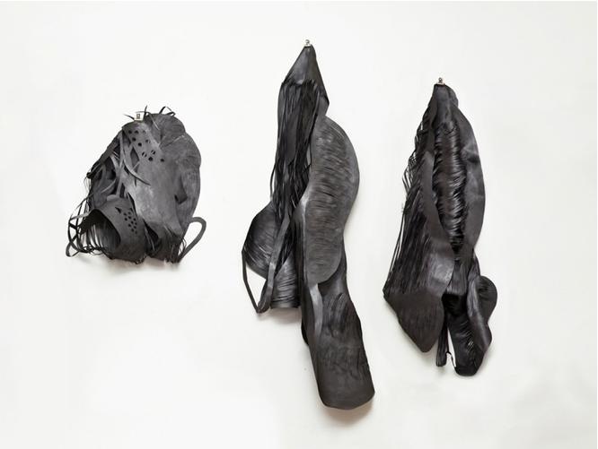 Entaille #1, #2, #3, 2012. Papier coupé et graphite. Dimensions variables. © Mathilde Roussel