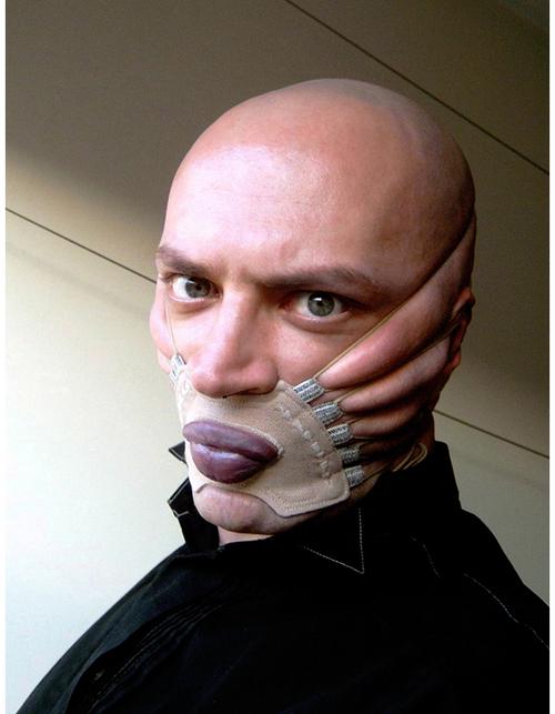 Corset pour visage, extrait de la Gazette du mauvais goût