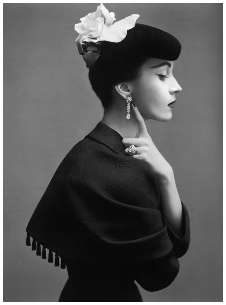 Le mannequin Dovima portant du Balenciaga