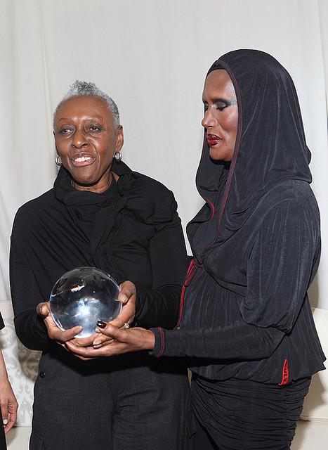 Grace Jones et Bethann Hardison, à New York en février 2009 avec African Fashion Collective