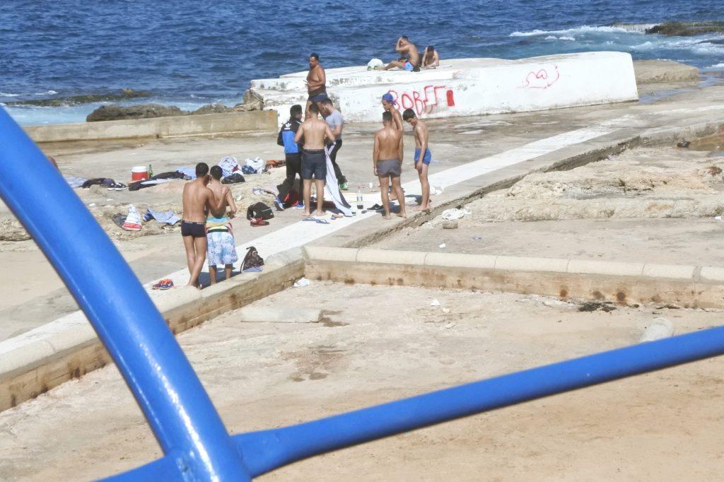 Les bandes à part après l'heure de pointe, à la plage de l'AUB. ©Louise Filoche-Rommé