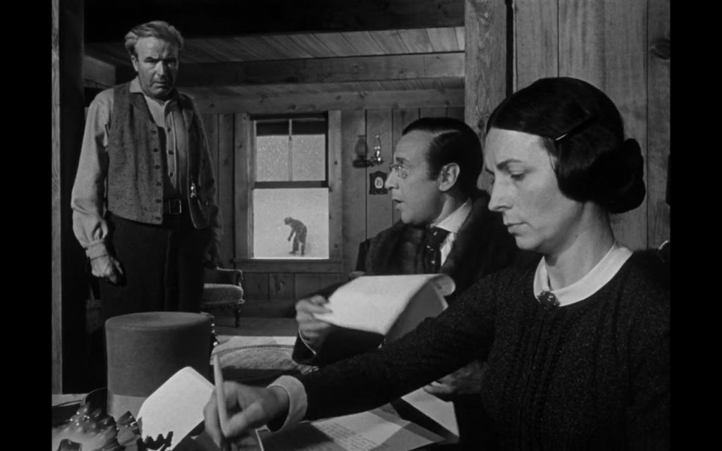 Thatcher - futur tuteur de Kane - se pose entre ses deux parents pour décider de son destin, laissant la mère signer, Kane est laissé à l'extérieur de sa propre destinée, posé dans un cadre