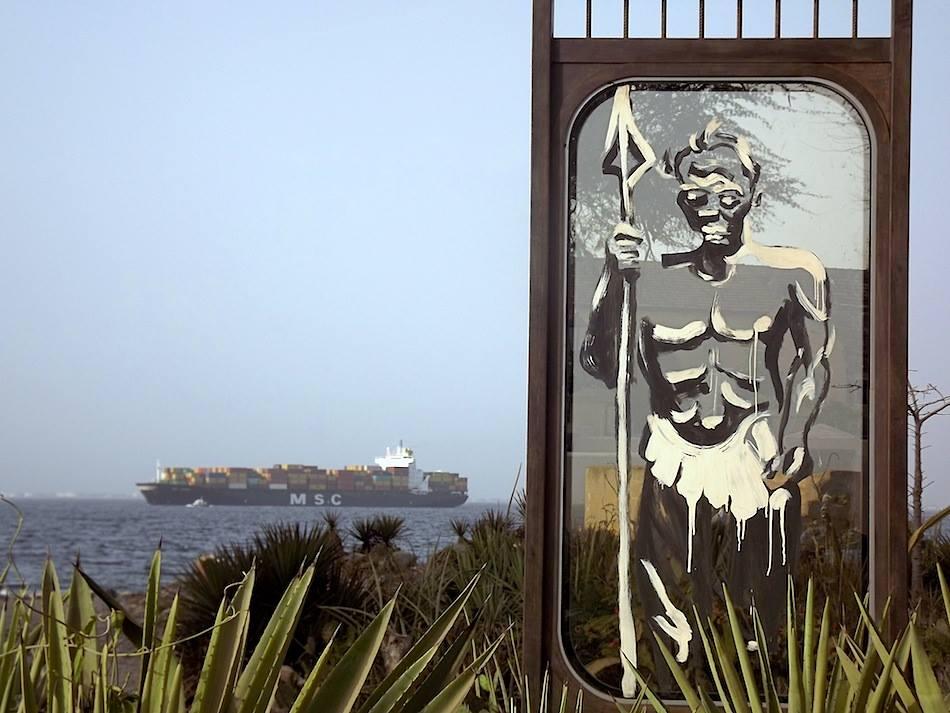 « Guerrier Bantu de la République», installation sur l'île de Gorée, Montresso Art Foundation © Kouka