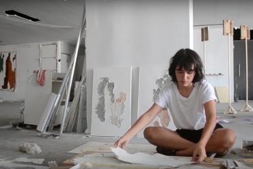 Portrait de Manoela Medeiros par Victor Fajardo (extrait) / 62ème Salon de Montrouge, 2017