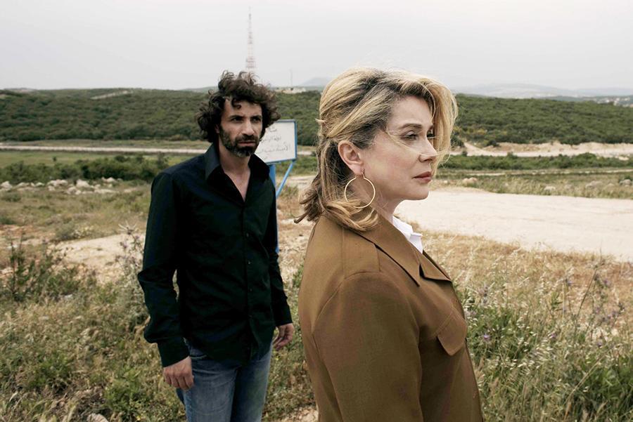 Catherine Deneuve et Rabih Mroué, dans Je veux voir ©Joana Hadjthomas et Khalil Joreige, 2008