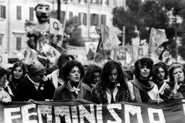 Manifestation féministe en Italie dans les années 70.