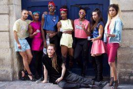 Le crew de danseurs House of LaDurée portant du Ninii aux côtés du fondateur de l'Open Mode Festival, Paul Levrez