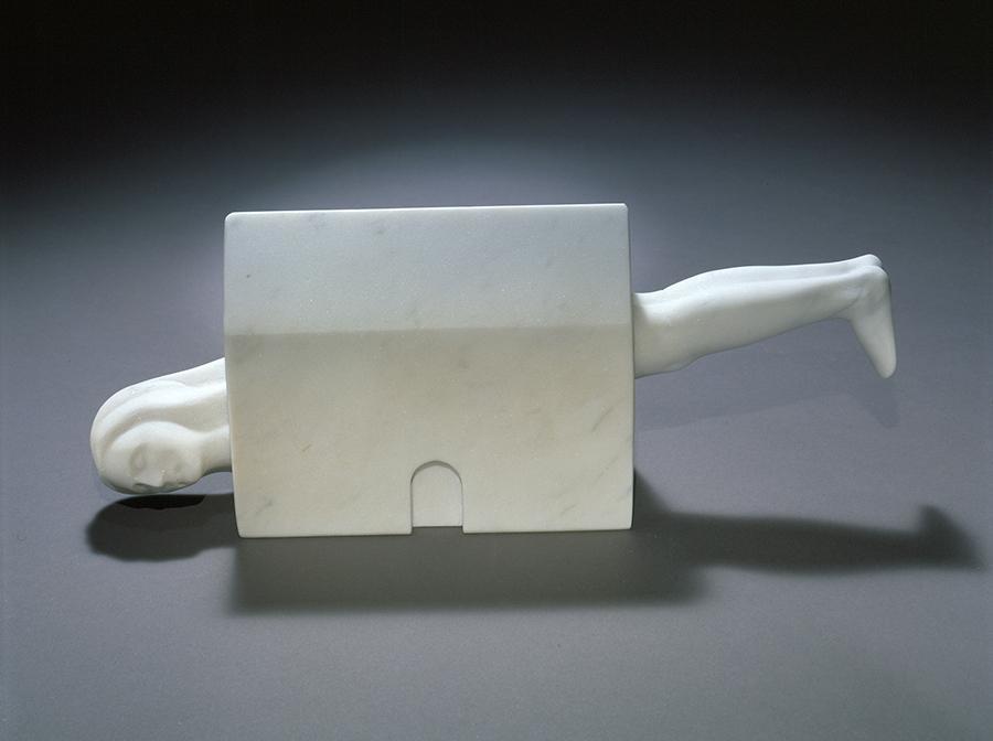 Louise Bourgeois, Femme Maison, 1994. Marbre blanc 12.7 x 31.8 x 7 cm. Collection Louise Bourgeois Trust © The Easton Foundation/ADAGP / Photo : Christopher Burke