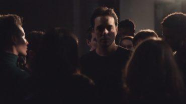 """Malik Djoudi dans son clip """"Belles Sueurs"""", réalisé par Antoine Carlier."""