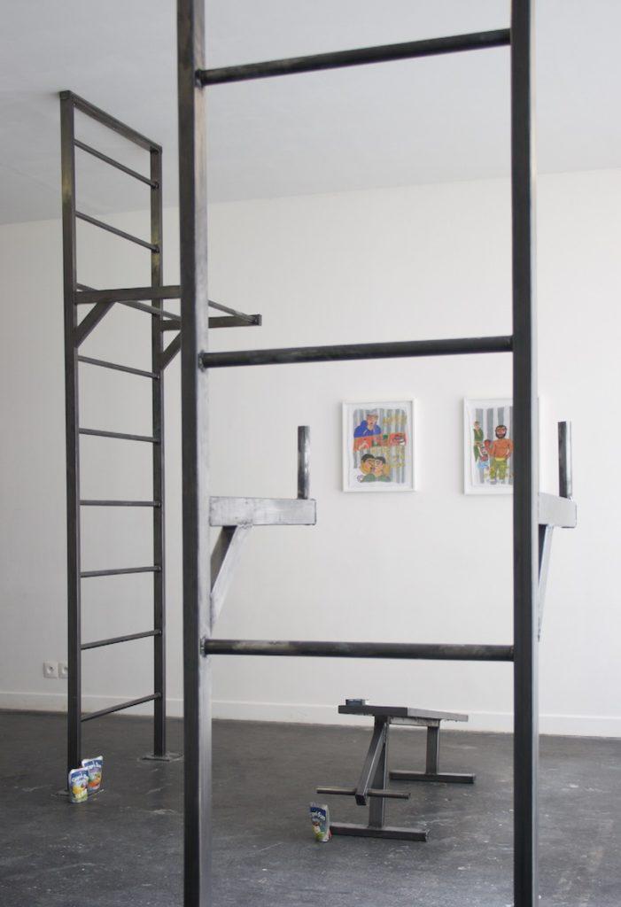 4 - Vue de l_exposition Tropical Concrete Gym Park, Glassbox Paris, courtesy Soufiane Ababri, Hadrien Gerenton _ Galerie Praz Delavallade, Paris, Los Angeles manifesto21